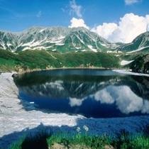 【立山黒部アルペンルート】みくりが池 水面には美しい立山連峰の姿が写ります。(4月中旬~11月末)