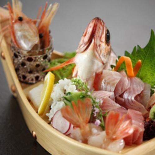 【富山の幸】旬のお魚を思う存分楽しむのなら朝獲れ新鮮な舟盛がオススメです。※要事前予約