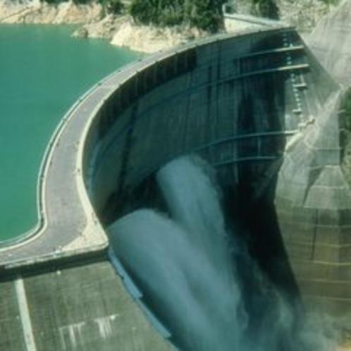 【立山黒部アルペンルート】黒部ダム 壮大な歴史と景観を誇る日本一高いダムです。(4月中旬~11月末)