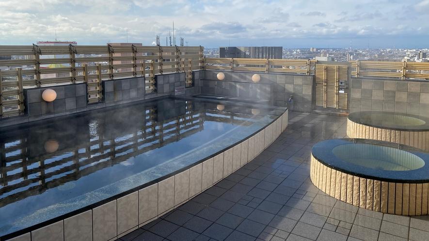 男性大浴場(露天風呂)(当館向かいのアパホテル〈金沢中央〉14階「天然温泉 アパスパ金沢中央」)