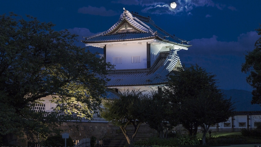 金沢城・石川門(夜の様子)(写真提供:金沢市)