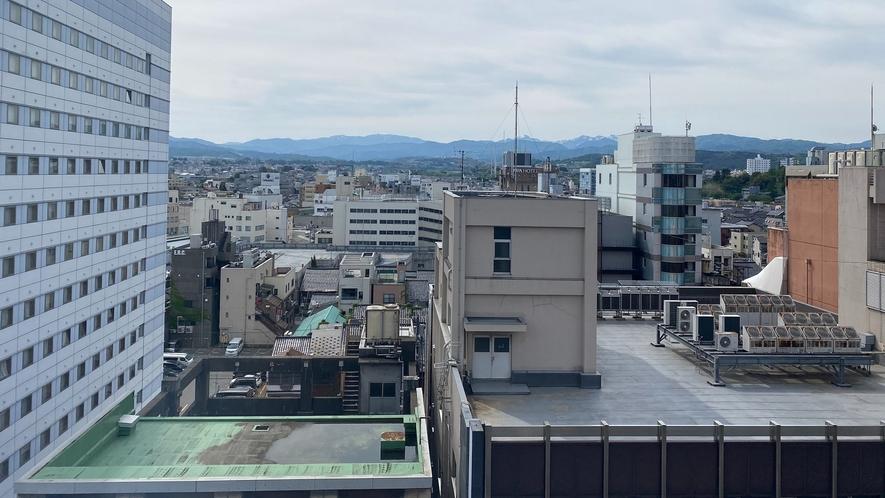 客室から見た片町繁華街の昼の様子