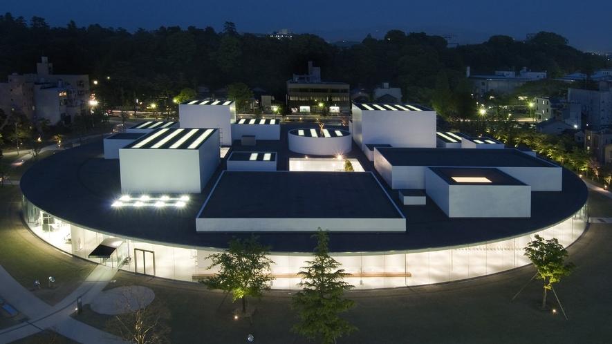 金沢21世紀美術館・夜(写真提供:金沢市)