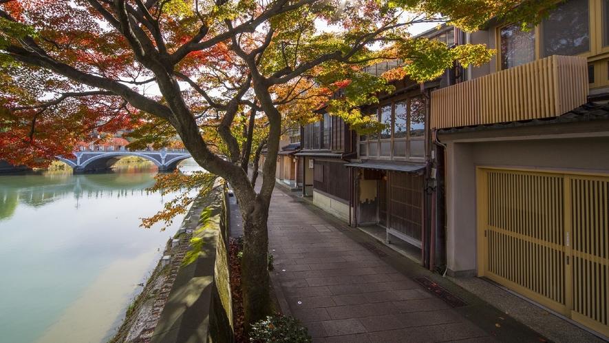 主計町茶屋街・秋(写真提供:金沢市)
