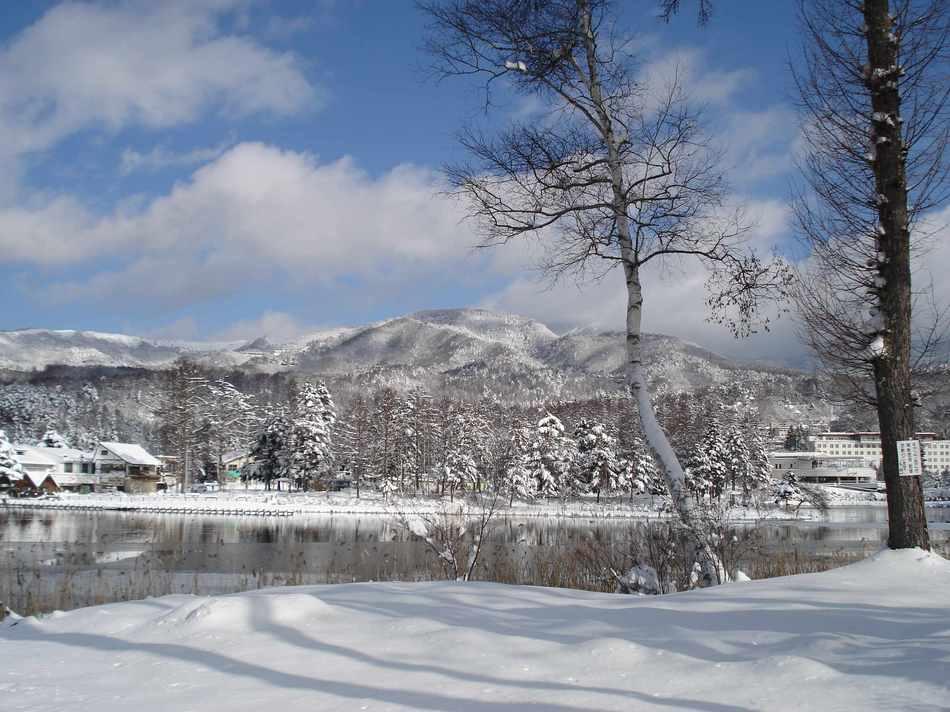 冬の蓼科湖畔