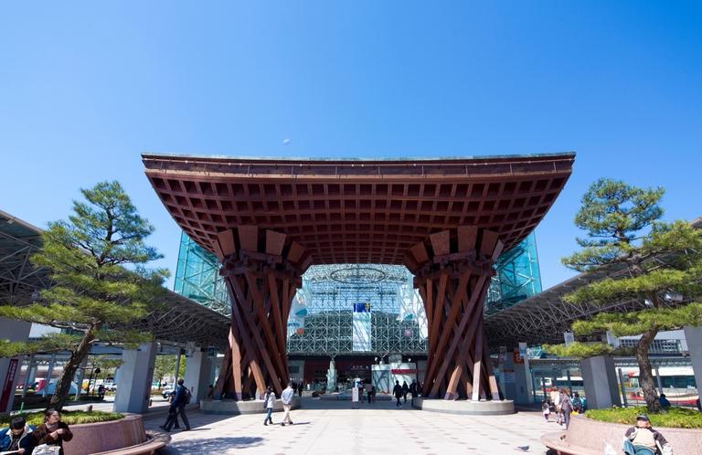金沢の名物スポット『金沢駅(東口)』