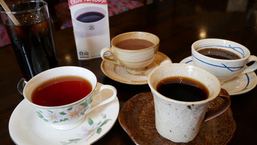 【カフェ】1階ロビーは喫茶スペースも兼ねており、コーヒーなどをご提供しております