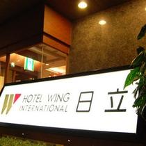 ホテル玄関 夜
