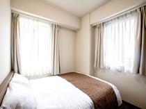 ダブルルーム 16㎡ ベッド幅150㎝