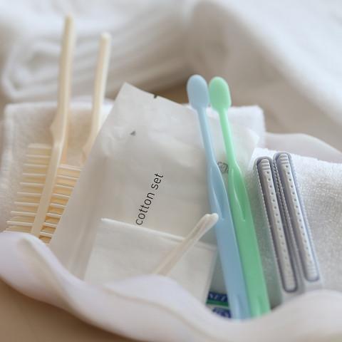 アメニティ◆歯ブラシ(歯磨き粉)、ブラシ、コットン、綿棒、カミソリ。毎日交換・補充いたします☆