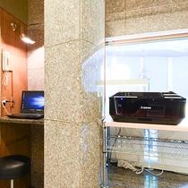 *【PCコーナー】1階にはPCコーナーがございます。急な調べものに便利です。
