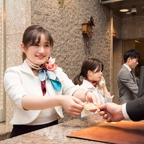 *【スタッフ】笑顔が自慢の神戸っこのおもてなしでお迎えいたします。