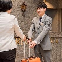 *【スタッフ】チェックイン前・チェックアウト後お荷物は無料でお預かりいたします。