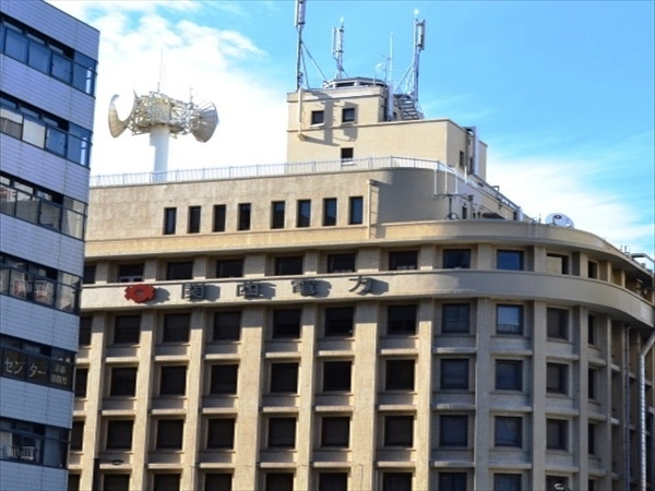 (8)目印の【関西電力】のビルが見えてきました