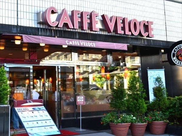 (7)LAWSONの右隣には【CAFE VELOCE】もあって便利☆この角を左へ曲がる