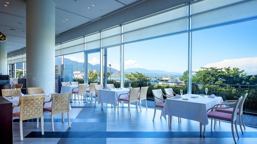 レストラン ザ ガーデン 大きな窓から琵琶湖を望むレストラン