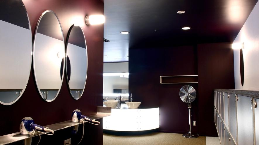 天然温泉「瑠璃温泉 るりの湯」女性脱衣スペース