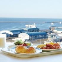 最上階展望レストランの朝食はホテル自慢の一つです