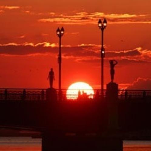 世界3大夕日にも数えられる幣舞橋から望む釧路の夕日