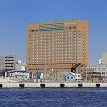 海から見える釧路プリンスホテル