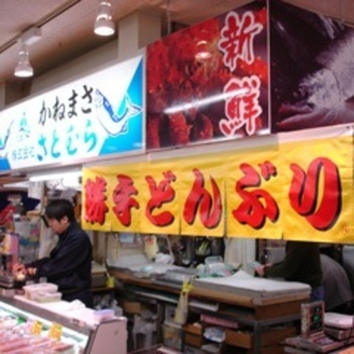 和商市場の「さとむら」では新鮮なネタがいっぱい!