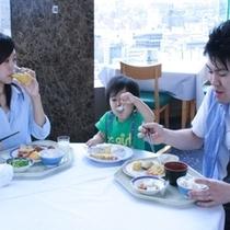 家族で展望レストラン バイキング朝食