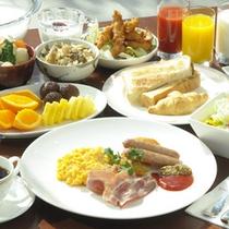 大分県産米のご飯をはじめ、鶏飯や鶏天など郷土色豊かなメニューが人気の和洋バイキング朝食