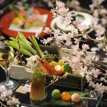 【春】日本料理 富貴野では、四季折々の季節感溢れる懐石メニューをご用意しております。