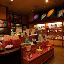 【売店】地元の名産品やお菓子、お花見久兵衛オリジナルの商品や和雑貨などお土産にいかがですか?