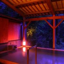 【露天風呂】松尾芭蕉も認めた最高の泉質と、時折吹く、火照った体に優しい風が心地よいです。