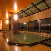 【大浴場】24時間、いつでもお入り頂けます。湯上りにはサービスメニューをご用意しています。