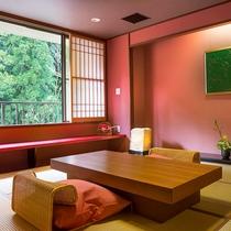 【六庄庵102 草】8畳の和室を主室とした温泉と絶景の峡谷美を楽しめるお部屋です。