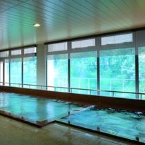 【大浴場】ご夕食前や朝方には、季節によって移り替わる景色を見て楽しむこともできます。