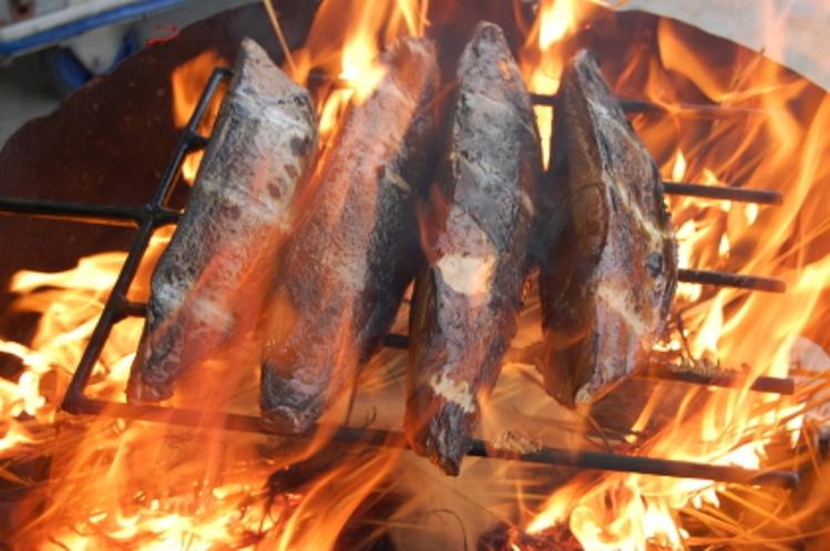 カツオの藁焼きタタキづくり