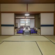 【お部屋】街側 二間続き和室(20畳)/3世代でのご旅行にいかがですか?