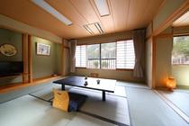 西館和室12.5+4.5帖山側【眺望:裏山】