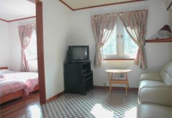 洋室4人部屋ベッドルーム
