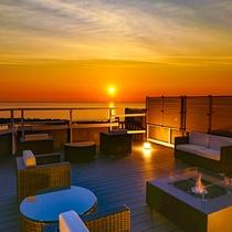 日本海を眺める「夕映えテラス」