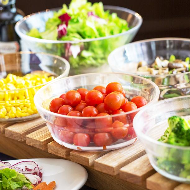 ◇朝食◇色鮮やかな野菜がお迎えするサラダバー。パンと合わせて軽めの朝食にもおすすめです。