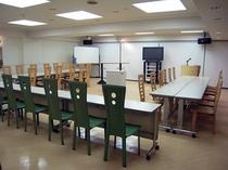 B1研修・会議室「ミーティングスタジオ802」は50名収容できる会議室です。