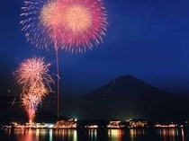 当館より望む富士と花火