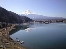 当館より望む 富士山と湖
