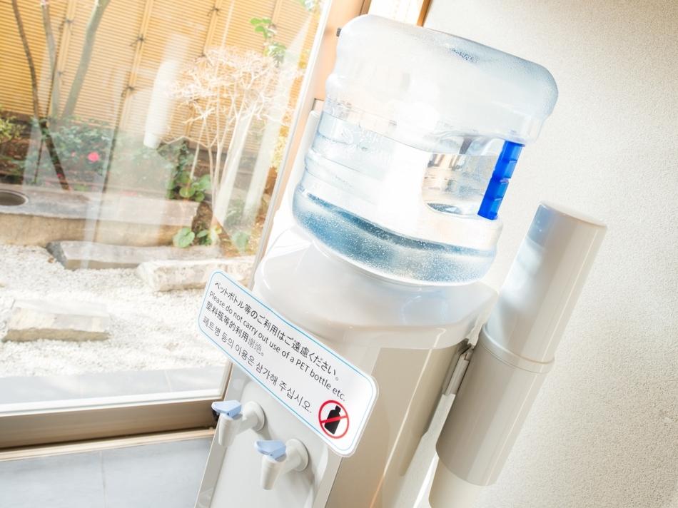 ウォーターサーバー(無料)は、10階ガーデン浴場前に1台ご用意しております。