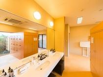 「ガーデン浴場」の脱衣所(一例)