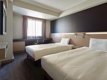 ツインB お部屋の広さは20平米、広めのツインルームでゆったりおくつろぎいただけます。