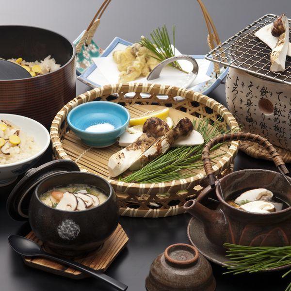 松茸五品 焼き松茸・松茸土瓶蒸し・松茸天麩羅・松茸入茶碗蒸し・松茸ご飯