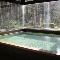 【大浴場】ヒノキの香りに包まれて癒しのひと時を