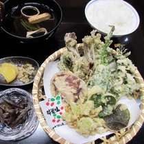 【夕食一例】山菜の天ぷら(春)
