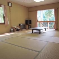【お部屋】四季折々の景色が眺められる落ち着いた和室