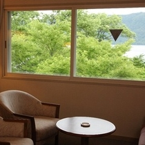 部屋からの十和田湖 ※お部屋、季節により湖の眺望は異なります